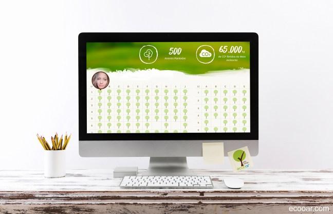 Imagem mostra computador sobre uma mesa, com página do website na tela e Selo Verde Ecooar