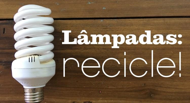 Imagem mostra lampada sobre uma mesa de madeira
