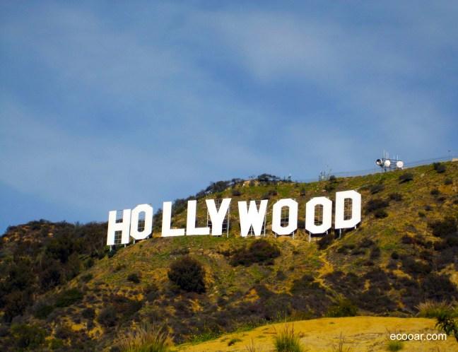 Foto mostra letreiro com a palavra Hollywood