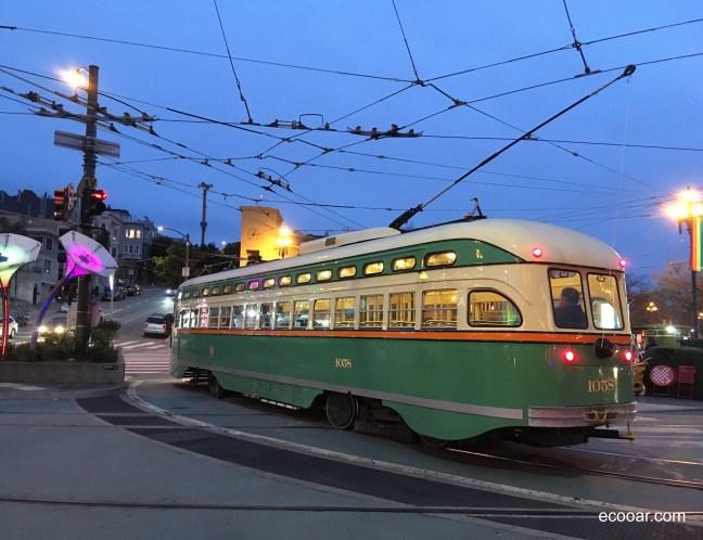 Foto mostra Cable Car em San Francisco