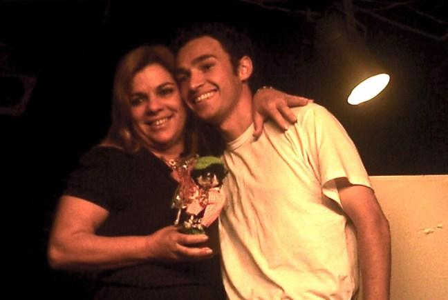 Foto mostra Professora Neca e Eraldo em premiação
