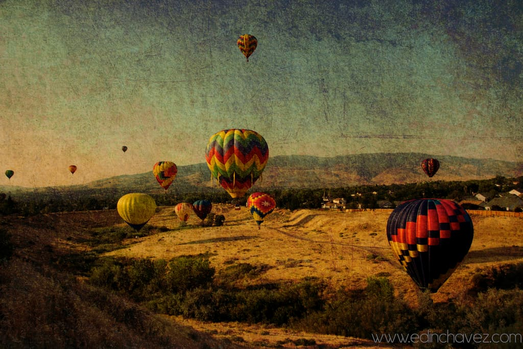 Shoot of the Day-Ballons in the Mountains - image  on https://blog.edinchavez.com