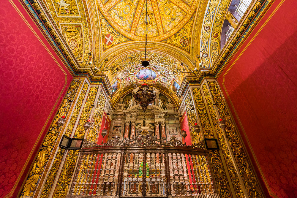 Saint John's Cathedral in Valletta Malta is Covered in Gold - image  on https://blog.edinchavez.com