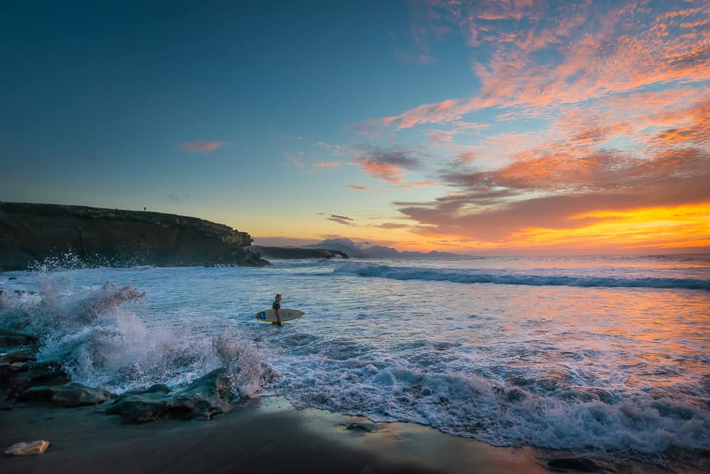 Surfing La Pared  - image  on https://blog.edinchavez.com