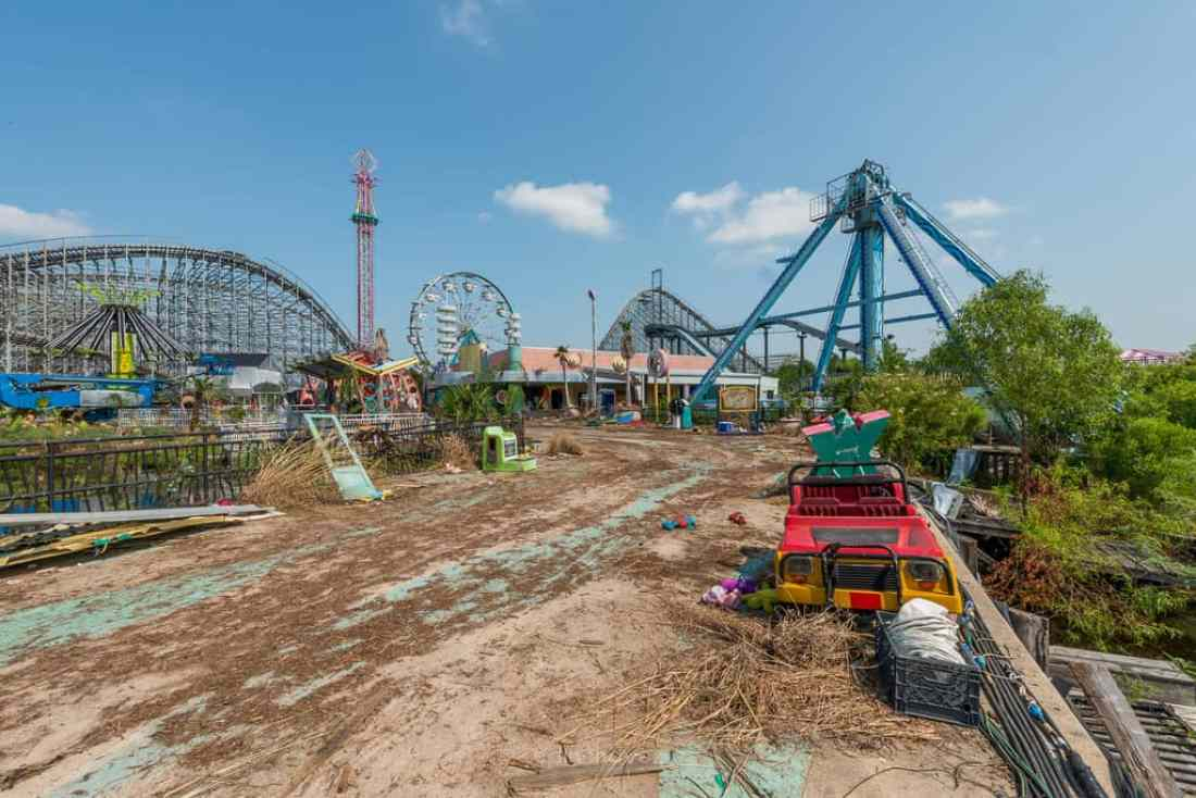 Abandoned Six Flags New Orleans-17
