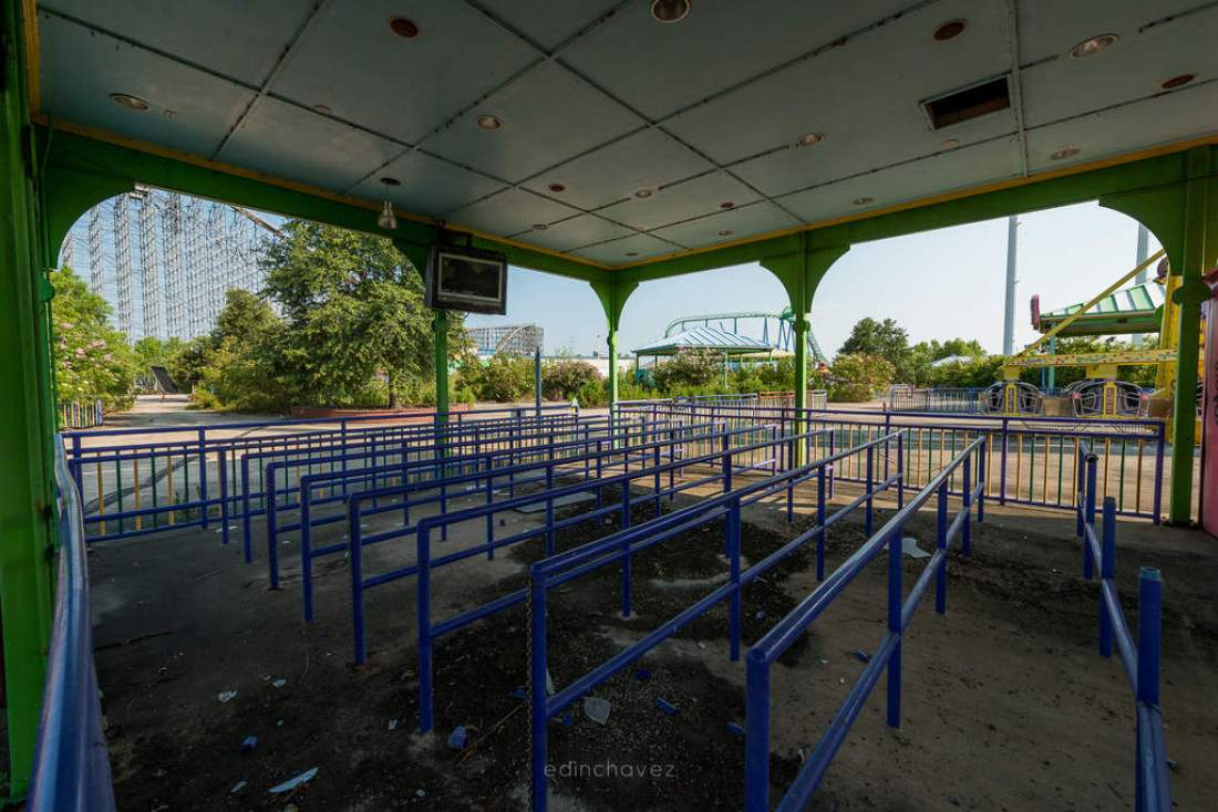 Abandoned Six Flags New Orleans-99