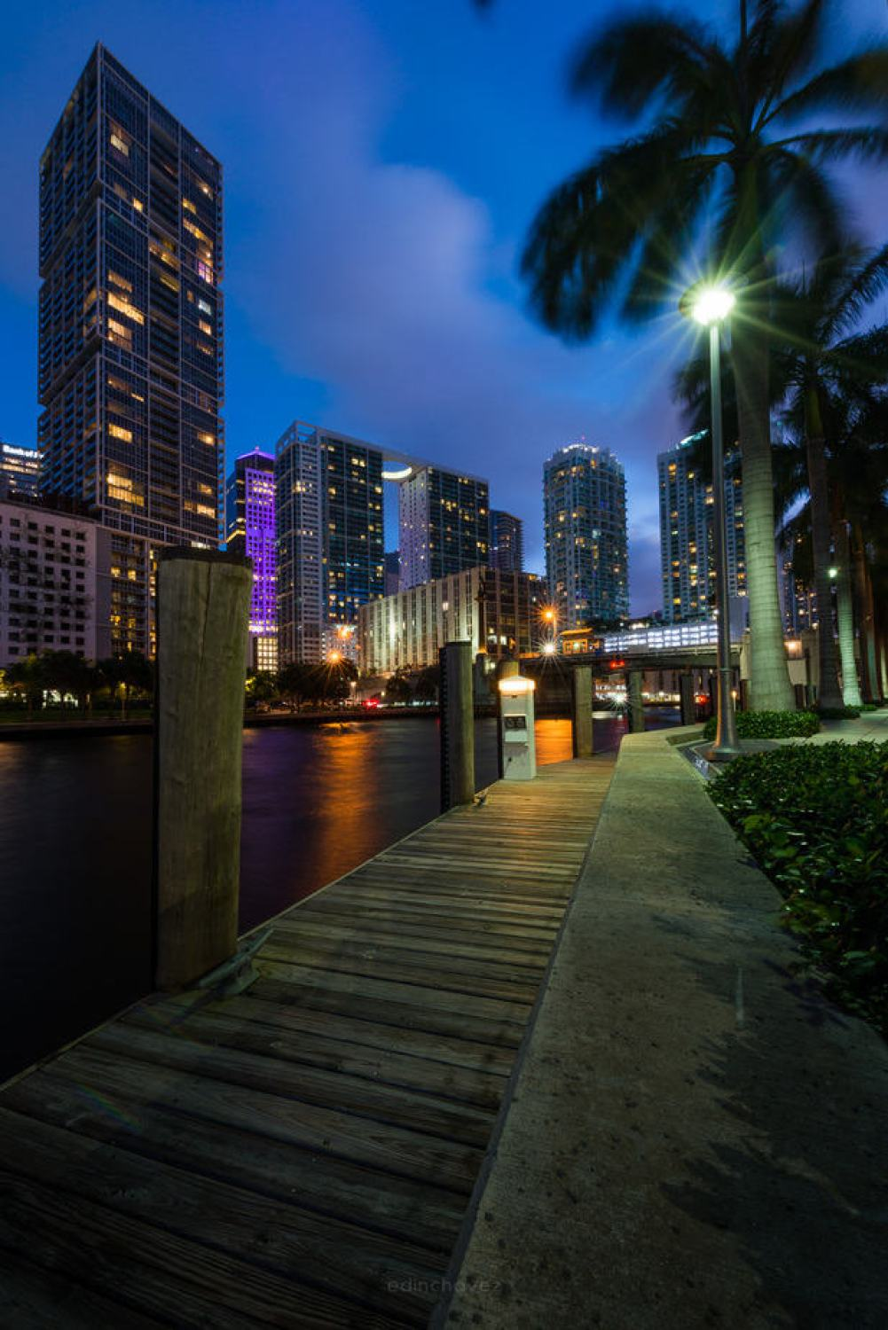 Miami after hours - image  on http://blog.edinchavez.com