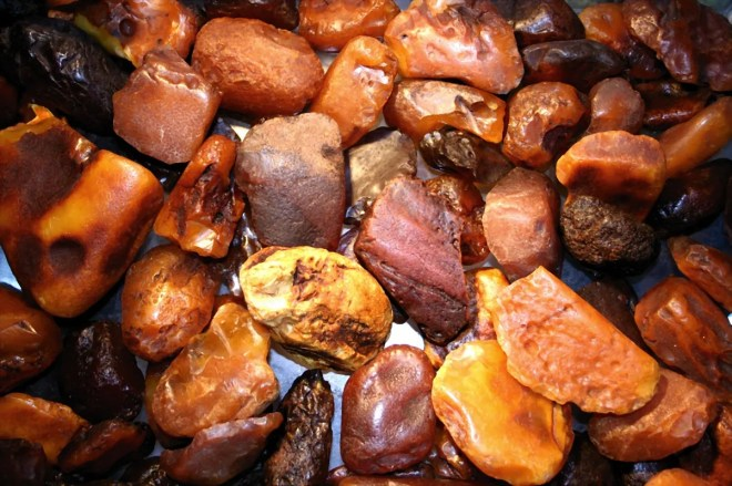 Like other gemstones, amber must first be polished before being incorporated into its most popular use, in jewelry. Photograph by Lanzi, courtesy Wikimedia. CC-BY-SA-3.0