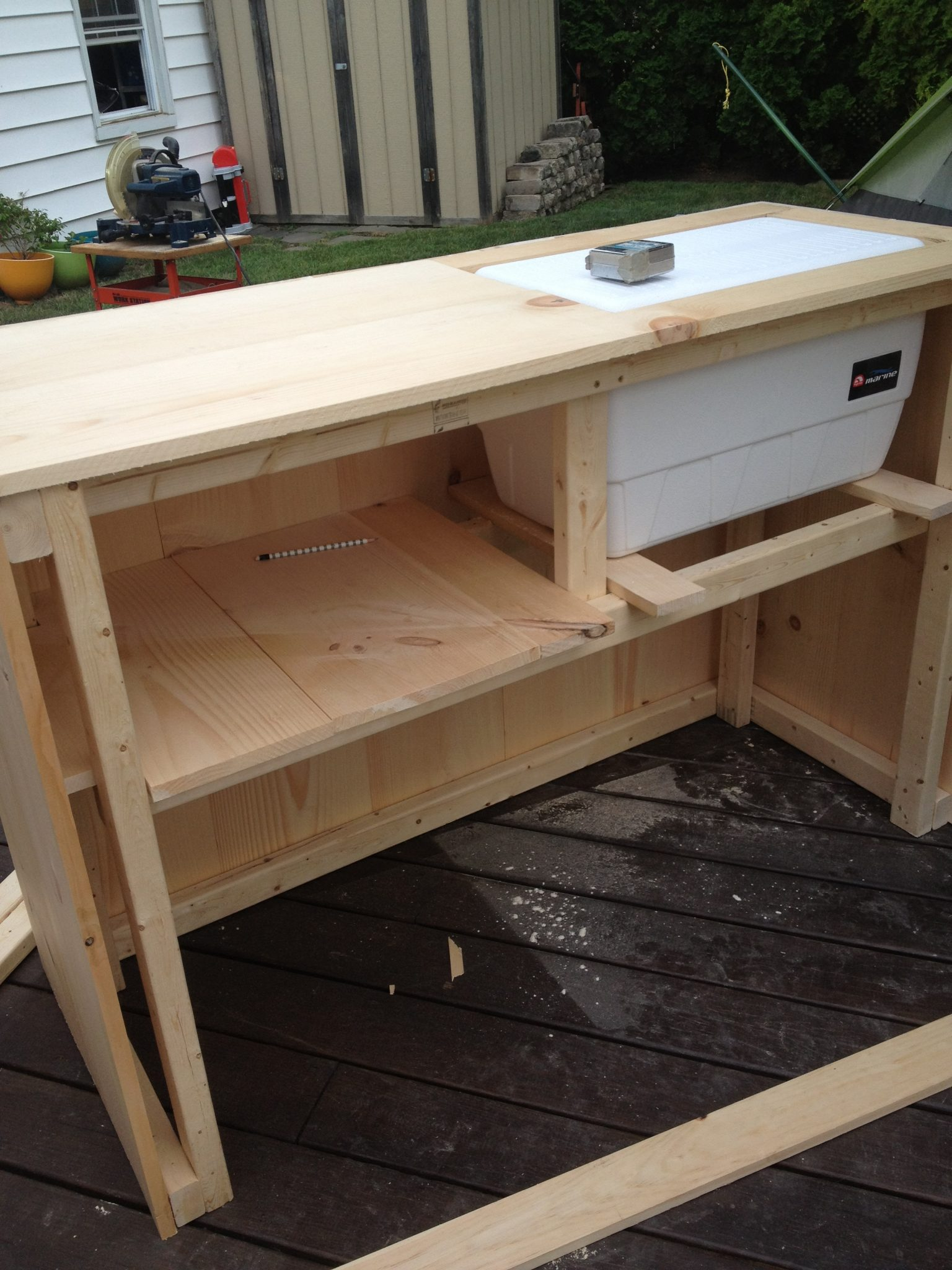 DIY Outdoor Bar with built in cooler on Portable Backyard Bar id=66323