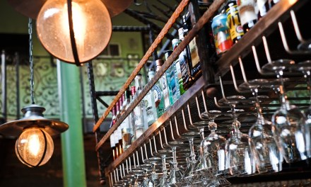 What You Need to Know about Bar Etiquette