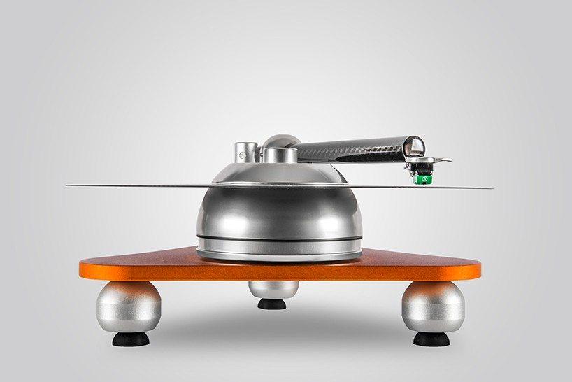 audiodeva-atmo-sfera-platterless-turntable-designboom-01-818x546