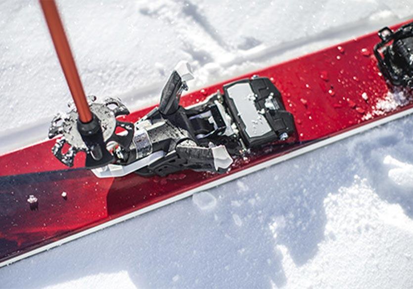 ses fixations de ski de