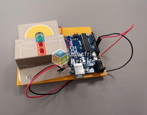 Control de mando de nave espacial hecho con Arudino Education