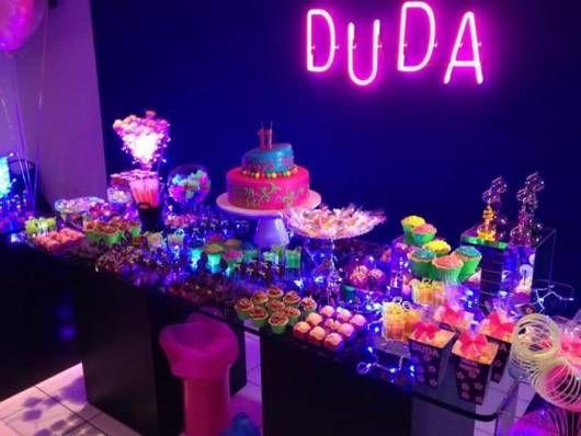 Tema Neon para Festa 30 Anos