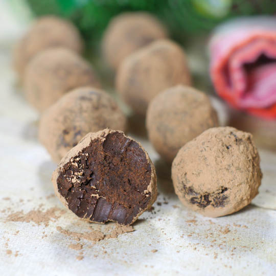 15. Trufas de chocolate y palta.