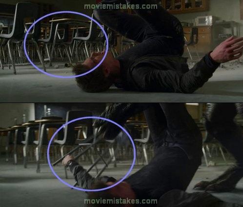 19. Amazing Spider-Man, la silla aparece de la nada en la mano de Peter