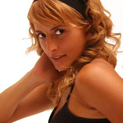 20. Agustina Lozano, una de las gemelas de Fugitivos. Trabajó como promotora de la Tarjeta Plata. Duró 1 año.