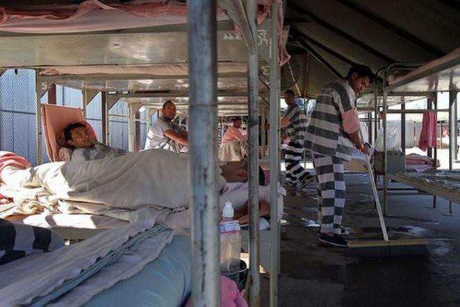 5. Cárcel del condado de Maricopa, Arizona, Estados Unidos: La imagen resume de que se trata esta cárcel. En vez de una celda tradicional, los prisioneros tienen carpas para dormir, a la intemperie con casi 50 grados.