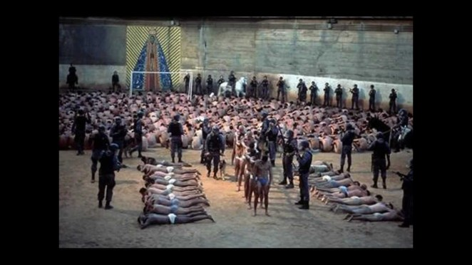 7. Cárcel de Tadmor, Syria: En 1980, el presidente Hafez al-Assad ordenó una masacre masiva en esta cárcel tras un intento fallido de matarlo. Se calcula que unos 500 a 800 prisioneros fueron asesinados en solo 2 días.