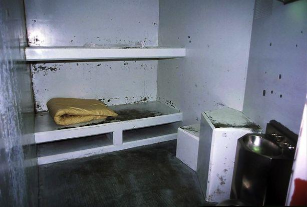 10. Cárcel de la bahía del pelícano, California, Estados Unidos: Sus celdas de algo así como 1x2 y sus pobres condiciones de salubridad hacen que esta sea una de las peores cárceles del mundo.