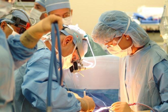 2. Cuando hacen un transplante de riñón, en realidad dejan los riñones originales en su lugar y agregan el nuevo en la pelvis