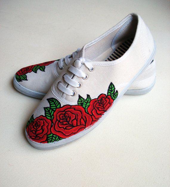 21. Estas flores parecen de un modelo a medio terminar, pero si se pinta el resto de la zapatilla, quedaría muy bien