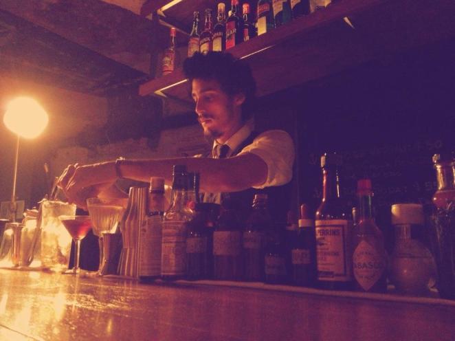 En este rincón de Recoleta conviven en armonía la florería, el bar, la parilla gourmet y los tragos y aperitivos de Aline Vargas, Renato Giovannoni y Julián Diaz.