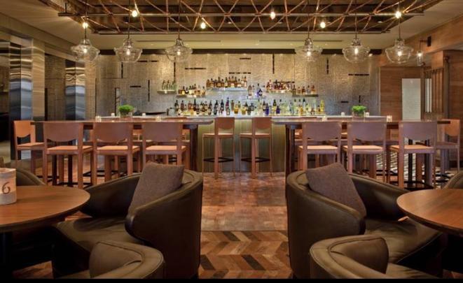 Inspirado en el polo, uno de los deportes más chic practicados en el país, este bar tiene todos los elementos decorativos para ser uno de los más lindos de la ciudad: pieles, madera y arte hípico.