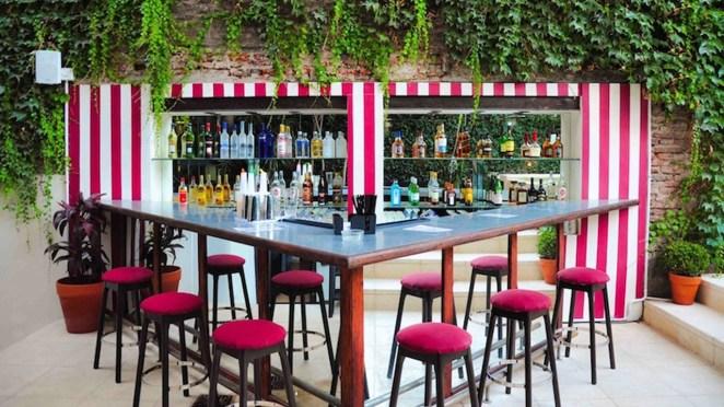 Uno de los secretos mejor guardados de la ciudad. En Palermo Soho, en una antigua casona funciona este club con membresía frecuentado por expats y porteños.