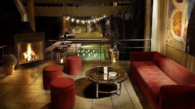 Suele abrir sus puertas a no-socios en fiestas privadas y degustaciones gourmet que realizan alrededor de su espectacular pileta.