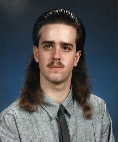 25. Esos bigotes y todo ese gel en el pelo. Super acariciable.