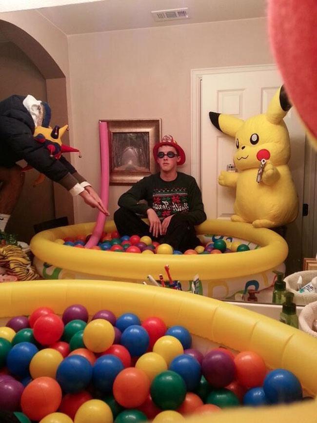 1. Pelotero, colores, gorro, pikachu, antiparras. Completito completito