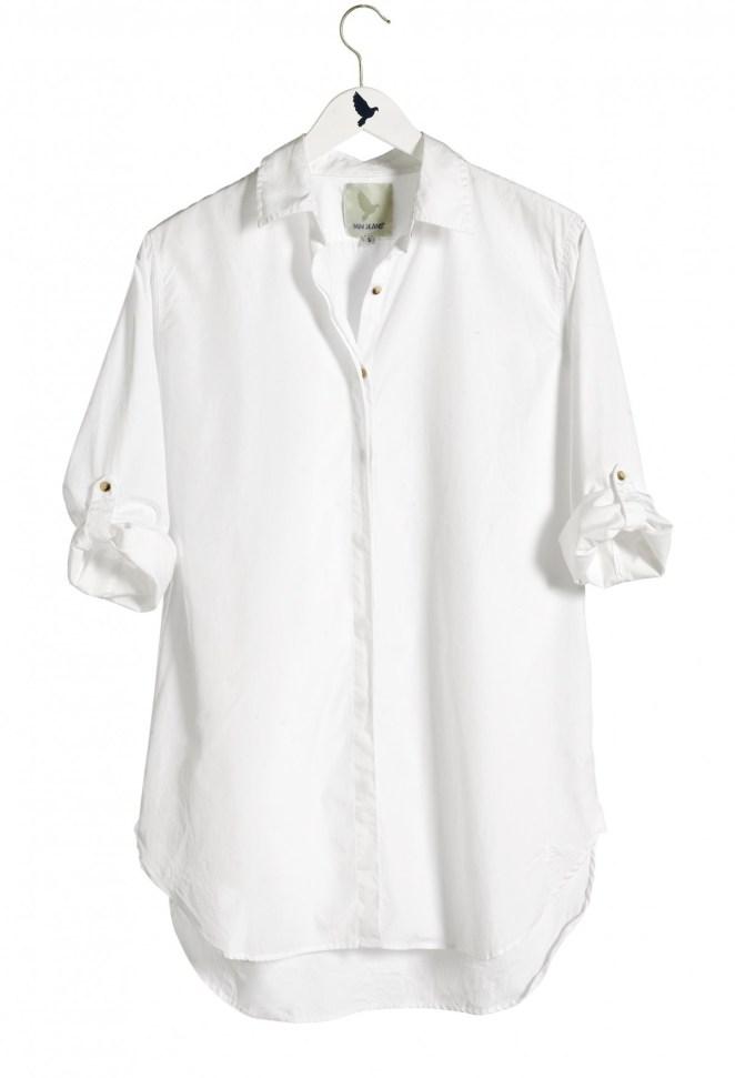 1. Una camisa blanca: un básico que es un clásico. Hay modelos para todos los estilos y tienen muchas combinaciones posibles.