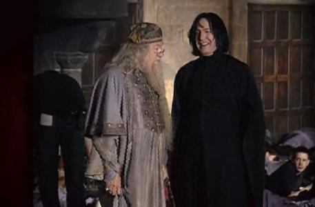 32. Allan Rickman sabía cuál era el destino de su personaje Snape desde antes que el último libro fuese publicado porque Rowling le dio los detalles para que hiciera una mejor interpretación.