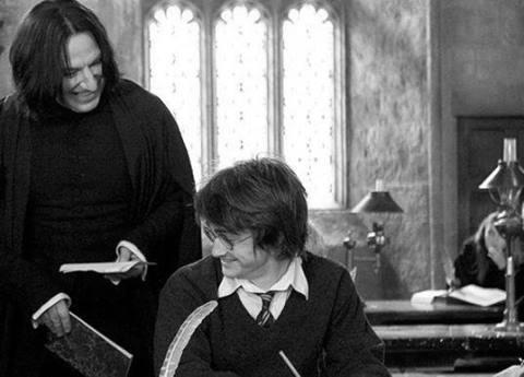 34. La famosa cicatriz de Harry fue colocada al menos 5800 veces al protagonista y a los dobles.