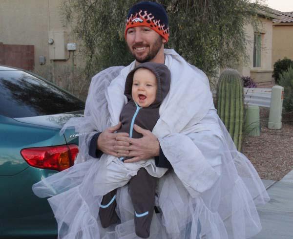 17. Una wawita porta bebé
