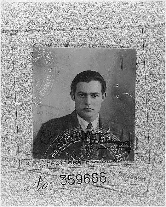 6. La foto de pasaporte de Ernest Hemingway, 1923