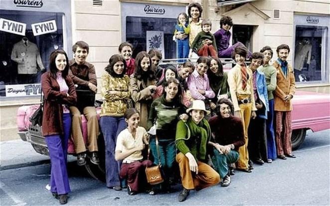 14. El joven Osama Bin Laden con su familia en Suecia, 1970.