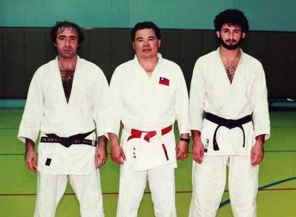 17. Osama Bin Laden practicando Judo.