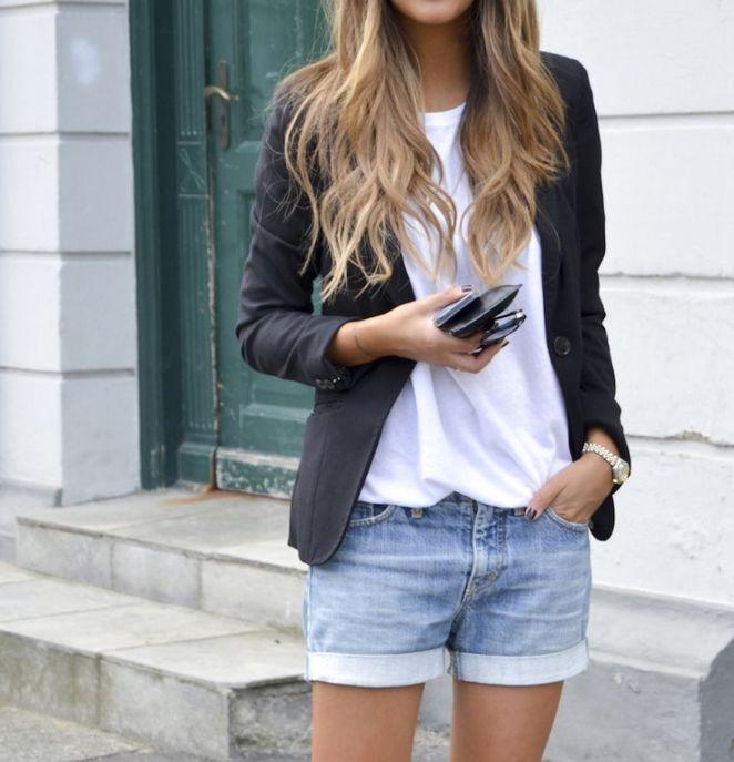 30. Shorts remera blanca y blazer