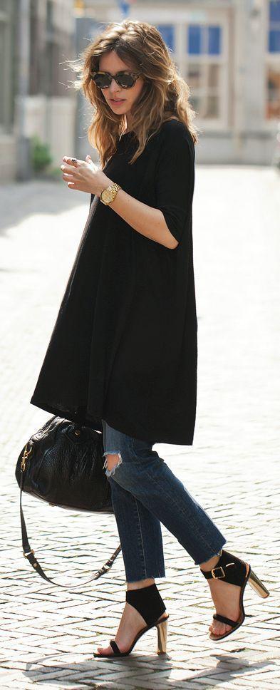 31 Jeans. vestido corto negro y zapatos con taco