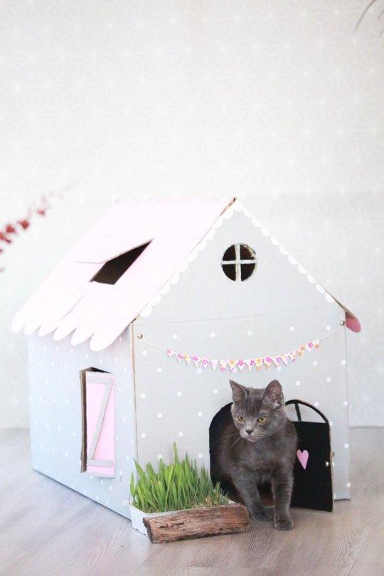 2. Si querés, podés adornar mucho más la casita, decorarla, hacerle puertas y ventanas grandes.