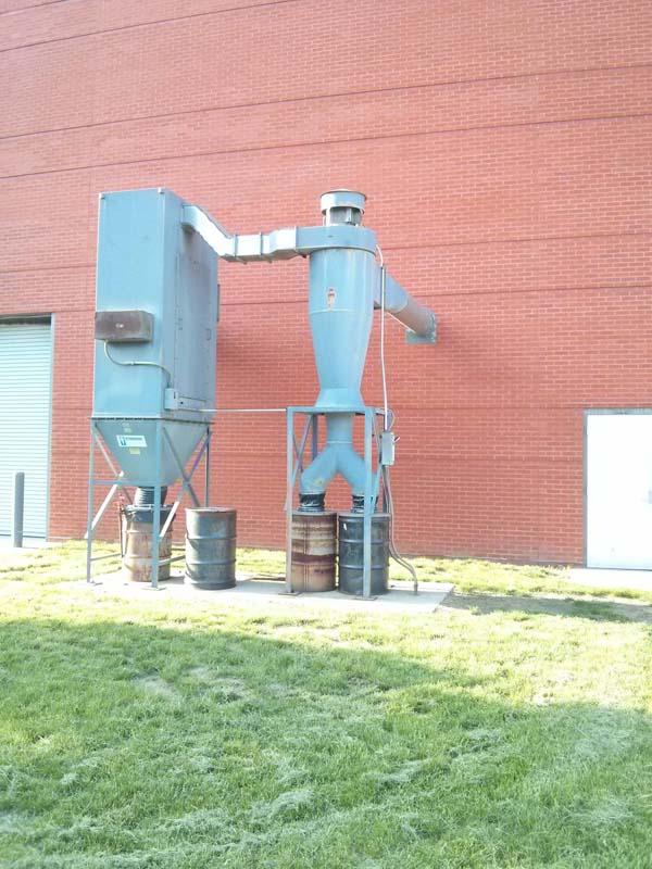 16. Un gigante de acero fue encontrado fisgoneando en la escuela.