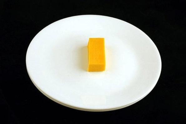 9. Mirá los diminutos 51 gramos de queso cheddar que ya tienen 200 calorías :(