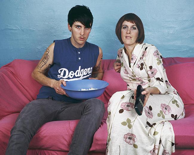 El artista gender queer JJ Levine creó una serie sobre parejas