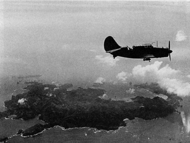 1. Durante la segunda guerra mundial, un avión americano se estrelló en la isla japonesa Chi chi jima. Había 9 hombres a bordo, 8 de ellos fueron capturados y comidos. El único que fue rescatado fue George H W Bush.