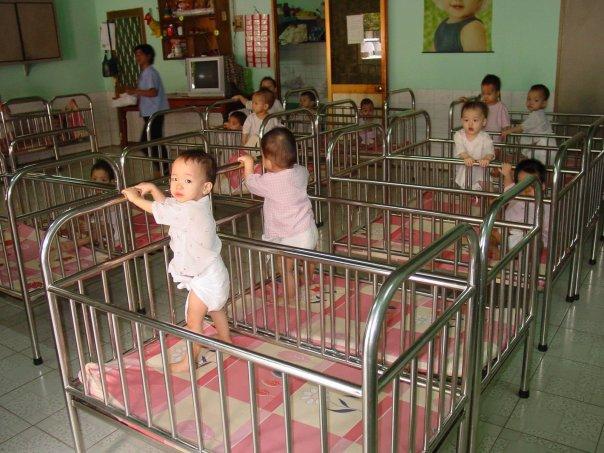 3. En 1950 muchos bebés de los orfanatos no lloraban muy seguido porque sabían que nadie iría a cuidarlos, la mayoría desarrollaban una depresión grave.