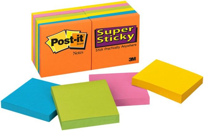 1. Post-it: En 1973, 3M fabricó un pegamento que resultó no ser lo suficientemente fuerte. Sin embargo, vieron que un empleado de la firma lo usó en pedazos de papel para dejarlos pegados: así nacieron los Post-it.