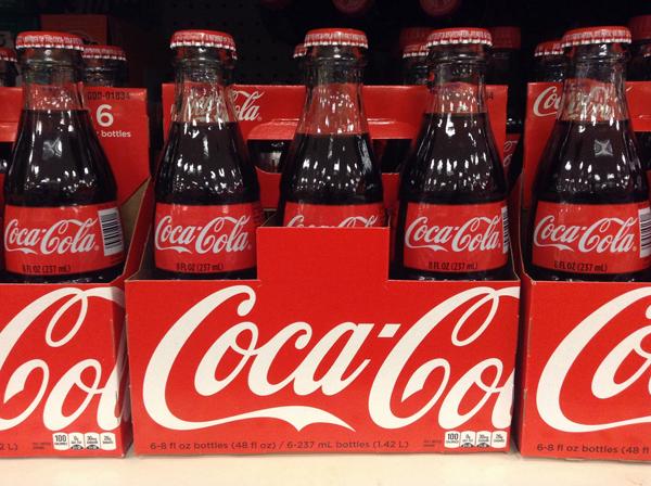 7. Coca-Cola: John Pemberton quería inventar un remedio contra el dolor de cabeza con hojas de coca y nueces de cola, pero su asistente sin querer metió agua carbonatada en la mezcla y así se creo la famosa bebida cola.