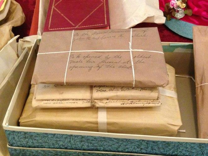13. Cartas y paquetes de personas para sus seres queridos